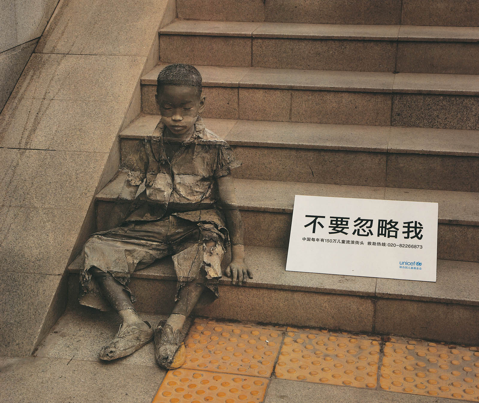 Unicef Staircasee in UNICEF Outdoor-Kampagne in China
